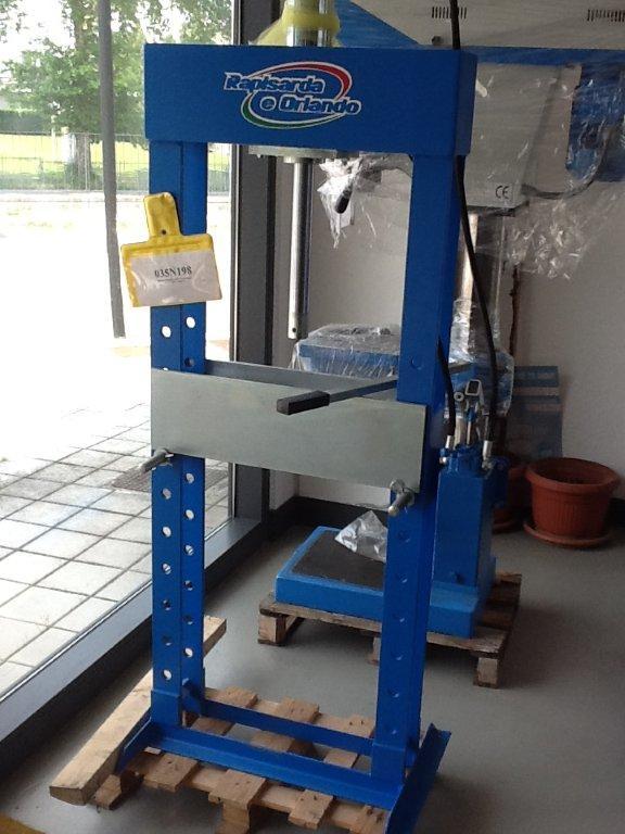 Pressa idraulica fatta in casa fai da te offgrid for Pressa usata per officina