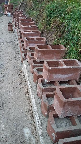 Blocchi Muro Secco.Muro Di Sostegno Con Blocchi Prefabbricati Fai Da Te Offgrid