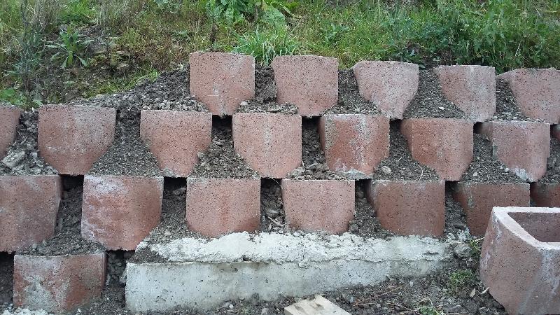 Muro Di Contenimento Confine.Muro Di Sostegno Con Blocchi Prefabbricati Fai Da Te Offgrid