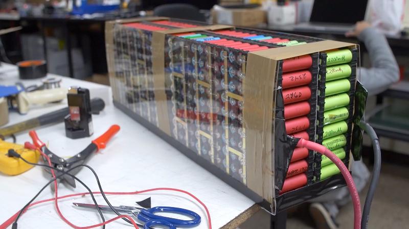 Schema Elettrico Per Carica Batterie Al Litio : Le batterie 18650 .. fai da te & offgrid